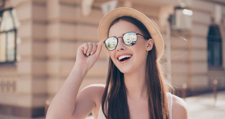 cd0d8f8ec21a3 Os óculos escuros são acessórios indispensáveis para o ano todo. Afinal,  eles protegem os olhos e conferem charme e estilo em todos os looks.