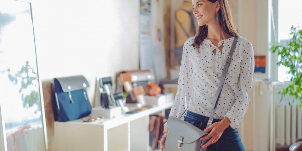 Como usar bolsa transversal feminina de forma correta?